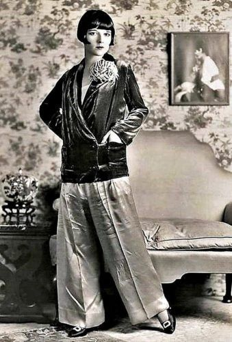 https://vintagedancer.com/wp-content/uploads/lousie-brooks-beach-pajamas-velevt-kimono-jacket-coat-pants-339x500.jpg